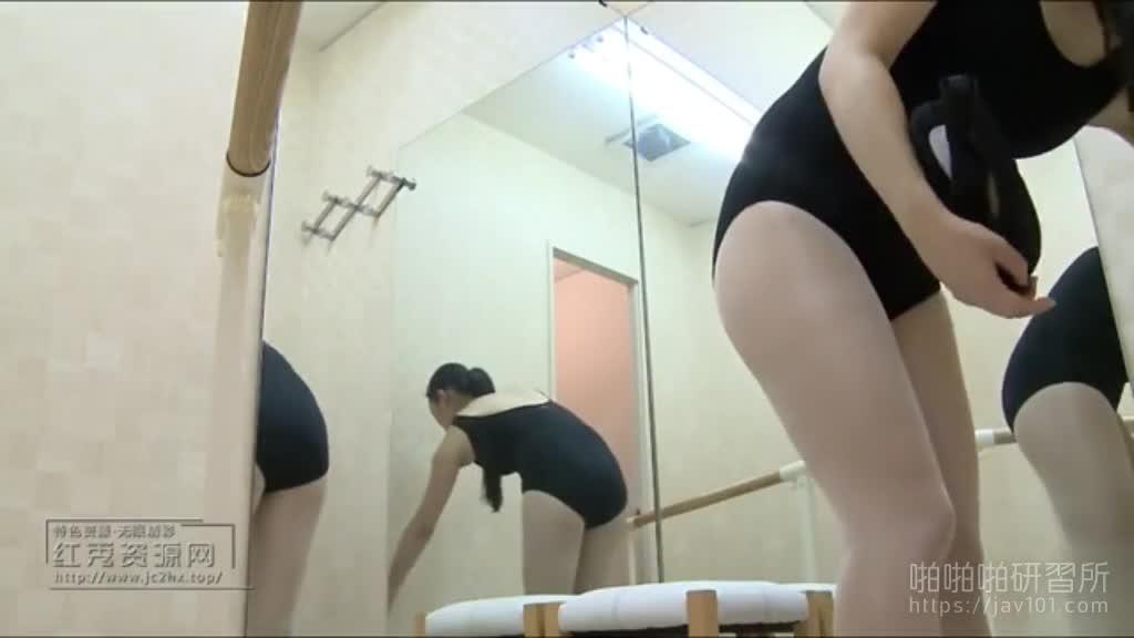 暗黑FUN一下-極品尤物換穿舞蹈服伸展腿筋 絕不可錯過全程偷拍 10