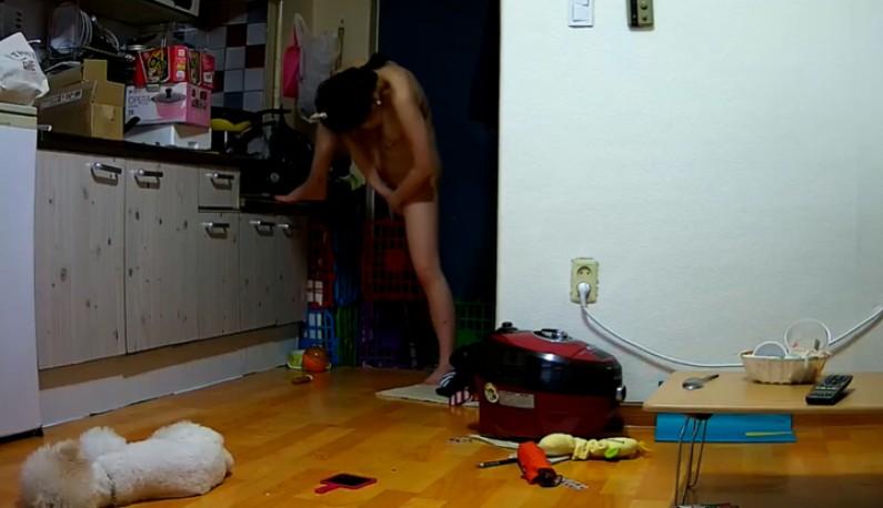 暗黑FUN一下-你的居家智慧攝影機安全嗎!苗條妹子的日常~在家都不穿衣服~